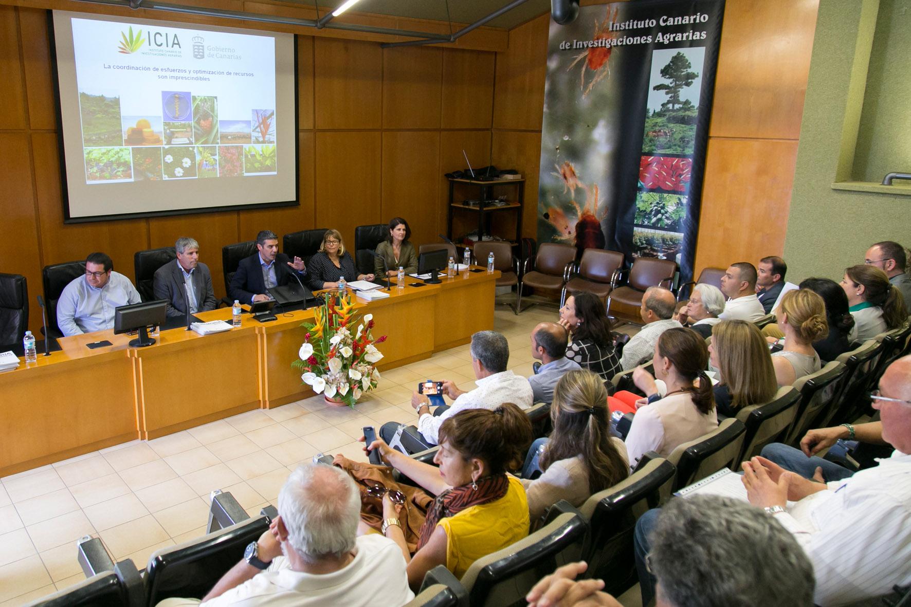 Miembros del Parlamento de Canarias visitan el ICIA