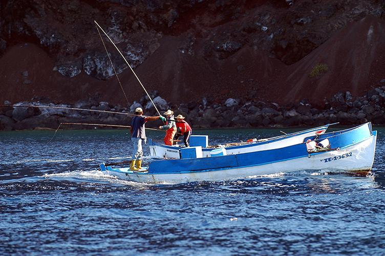 El Cabildo de El Hierro invierte 120.000 euros en el sector pesquero como eje económico estratégico