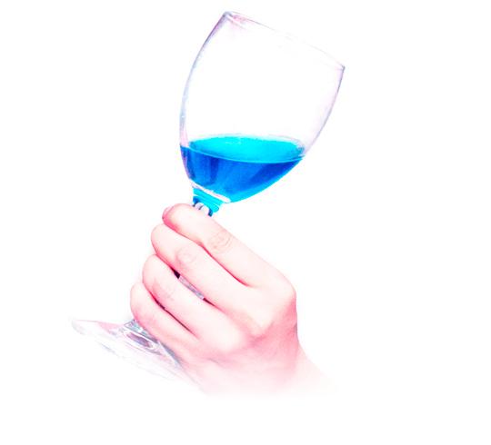 El vino azul, una bebida emergente frente a lo viejuno. ¿Moda orevolución?