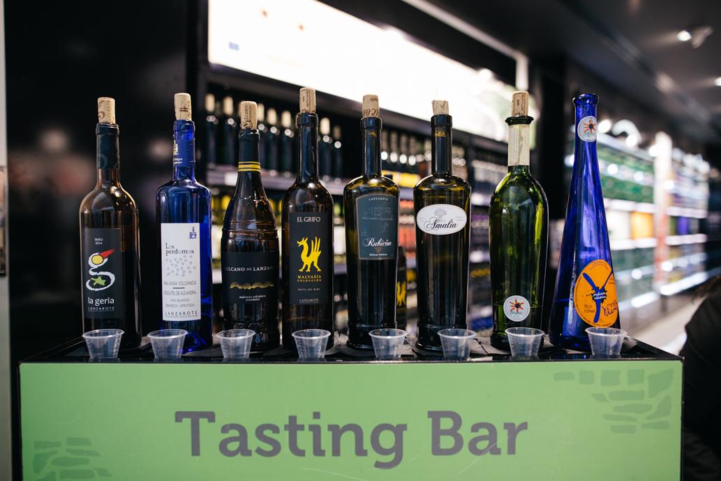 Los vinos de Lanzarote vuelven a ser protagonistas en el aeropuerto gracias a la colaboración entre el Consejo Regulador y Canariensis