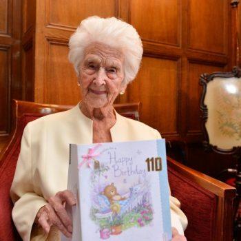 Una mujer de 110 años dice que el secreto para una larga vida es el whisky