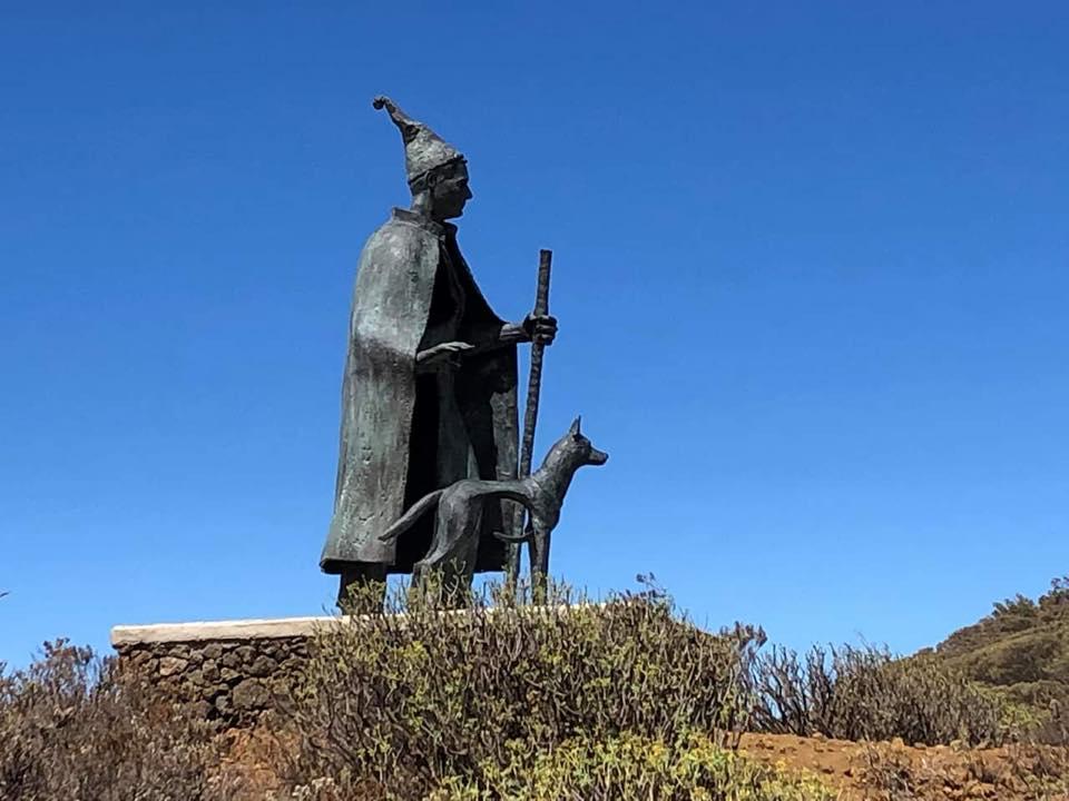 El Hierro rinde homenaje al pastor tradición con una escultura en bronce de gran formato obra de Manuel González