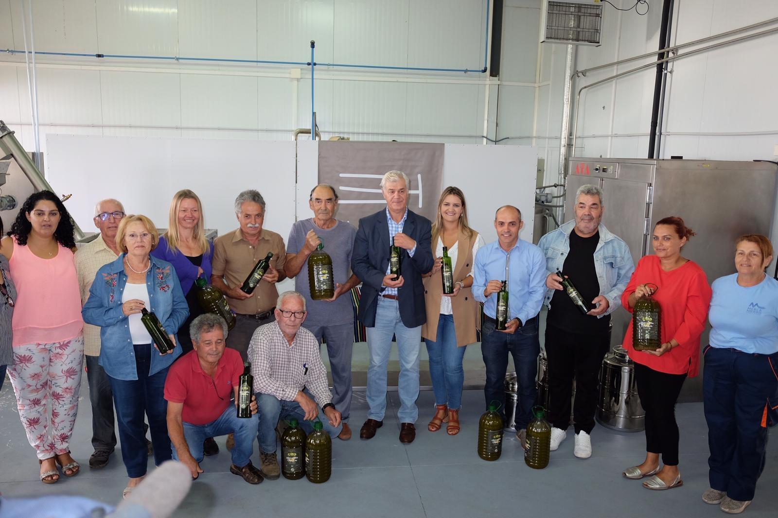 Encuentro del Cabildo de El Hierro con productores y cosecheros de aceite de oliva